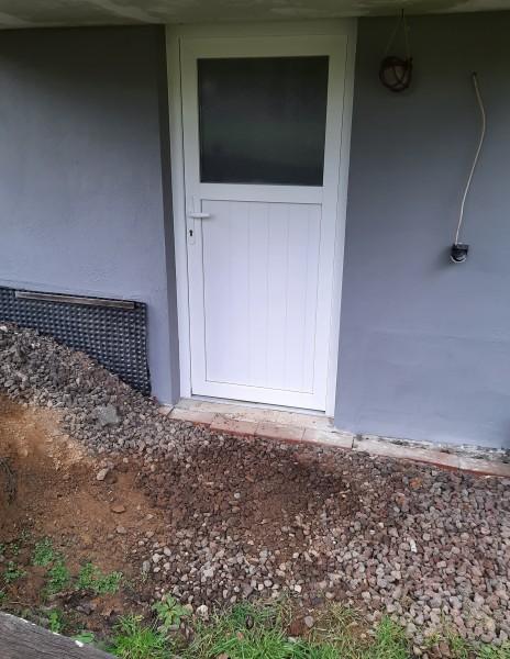 PVC-Nebeneingangstuer-Sandra-AussenansichtkhACI5rG2xMg4