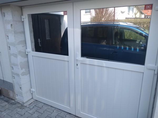 Kunststoff-Doppeltuer-fuer-Garage